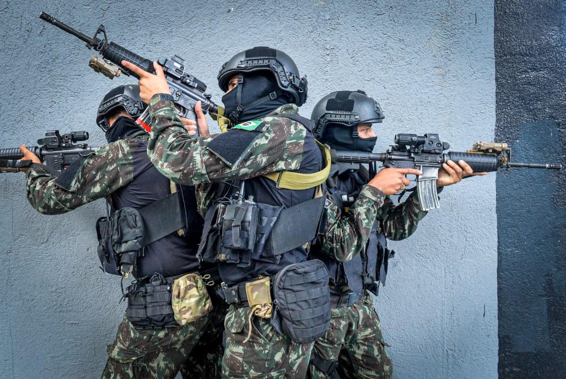 Tropas de Operações Especiais treinam para ações em ambientes confinados