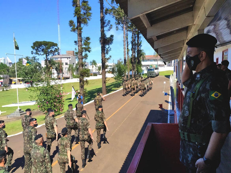 Visita do novo comandante da Brigada e entrega do prêmio de Gestão Orçamentária em Francisco Beltrão (PR)
